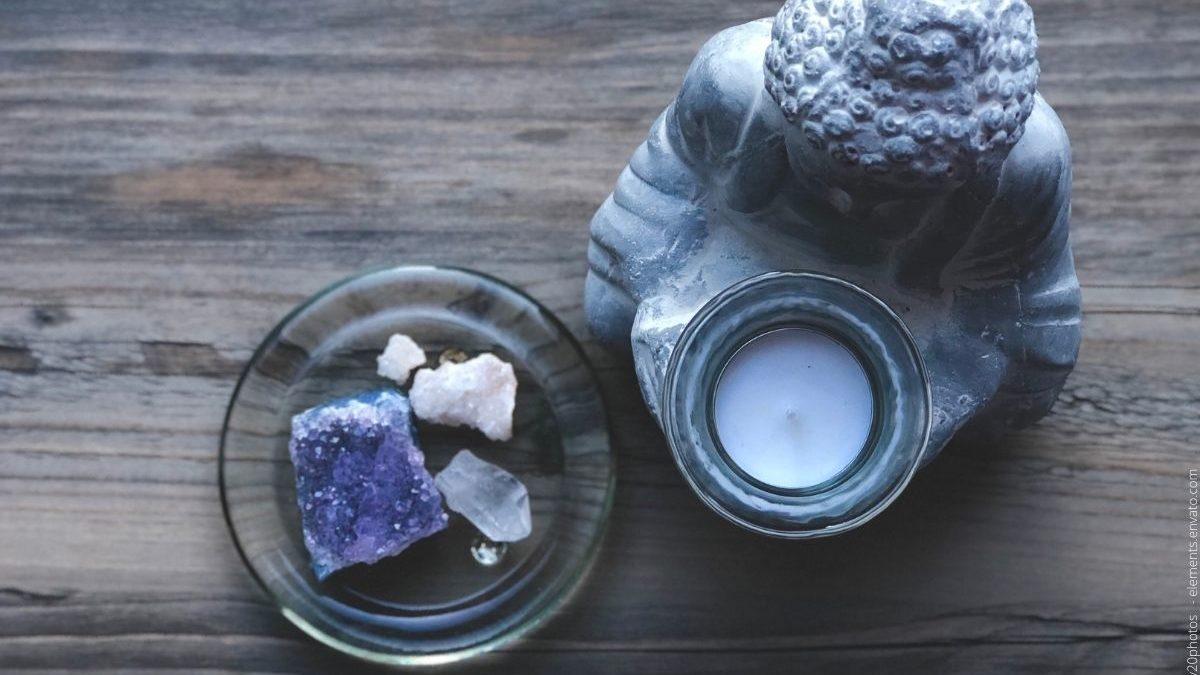 Teelichthalter als dekoratives Element moderner Räumlichkeiten